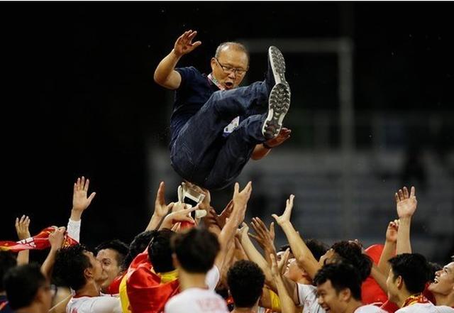 HLV Park Hang Seo quyết giúp bóng đá Việt Nam giành cú ăn 4 - 1