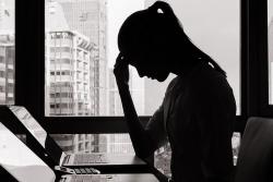 Nữ nhân viên hãng công nghệ Trung Quốc qua đời vì làm việc quá sức?