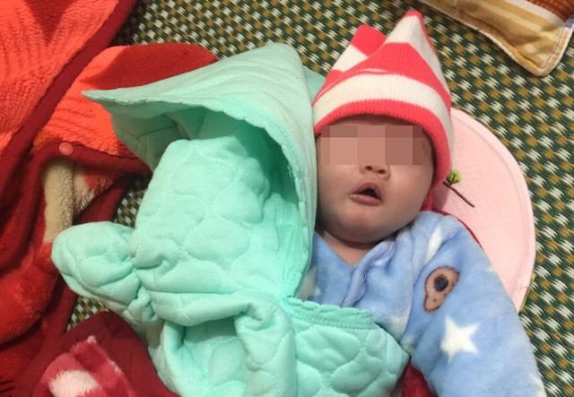 Bé sơ sinh bị bỏ rơi trong đêm rét cùng bức thư mẹ có lỗi với con - 1
