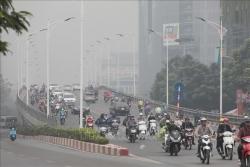 Hà Nội mù sương, không khí ô nhiễm nặng