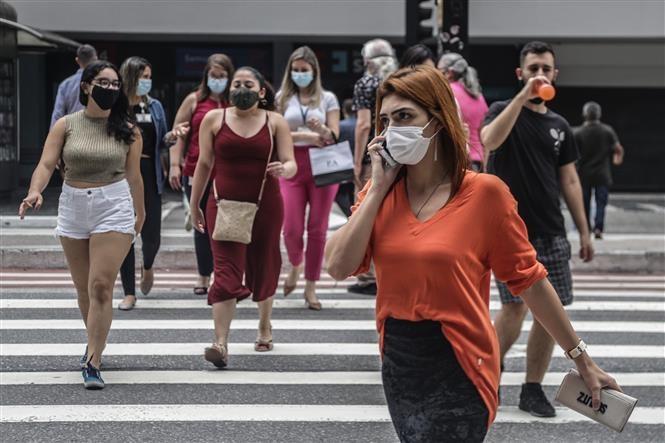 COVID-19 tới 6h sáng 17/1: Trong 6 tuần, nửa triệu người đã tử vong; Mỹ vượt 24 triệu ca bệnh
