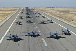 """Chiến đấu cơ F-35 đối mặt với nguy cơ bị """"thất sủng"""""""
