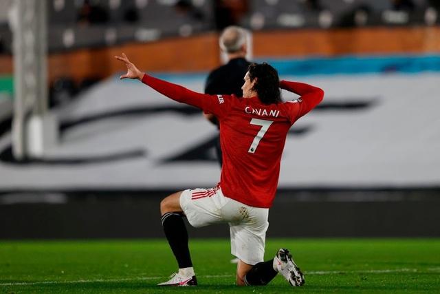 Pogba tiếp tục thăng hoa, Man Utd trở lại ngôi đầu bảng