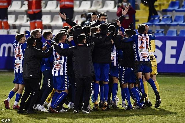 Real Madrid bị đội hạng ba loại khỏi Cúp Nhà vua