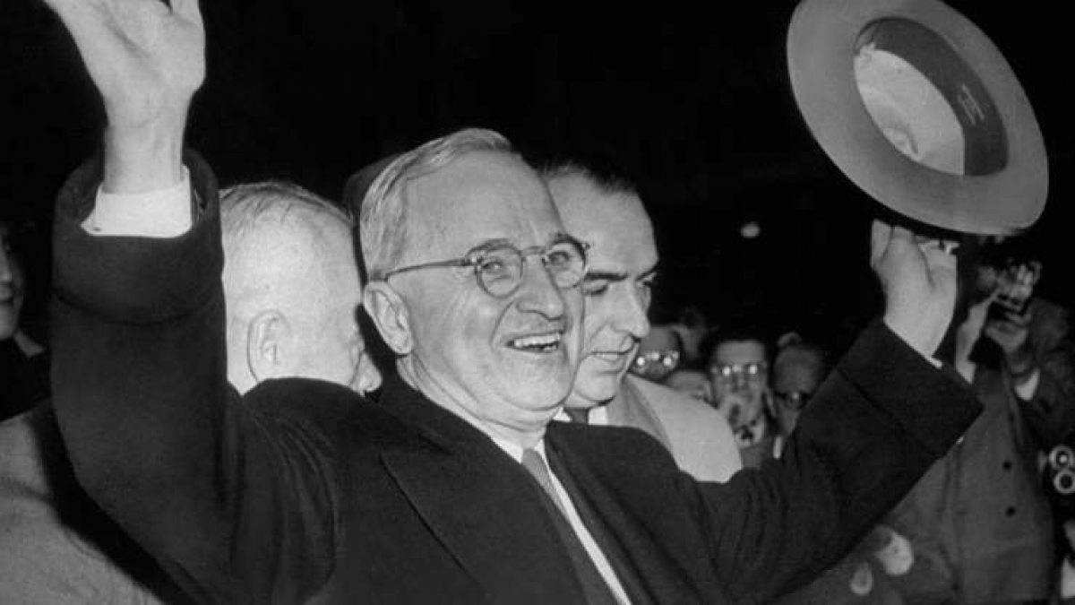 Harry S. Truman (1884-1972): Ông Truman là một trong 8 tổng thống chưa bao giờ học đại học và là tổng thống Mỹ duy nhất trong thế kỷ 20 chưa có bằng đại học.
