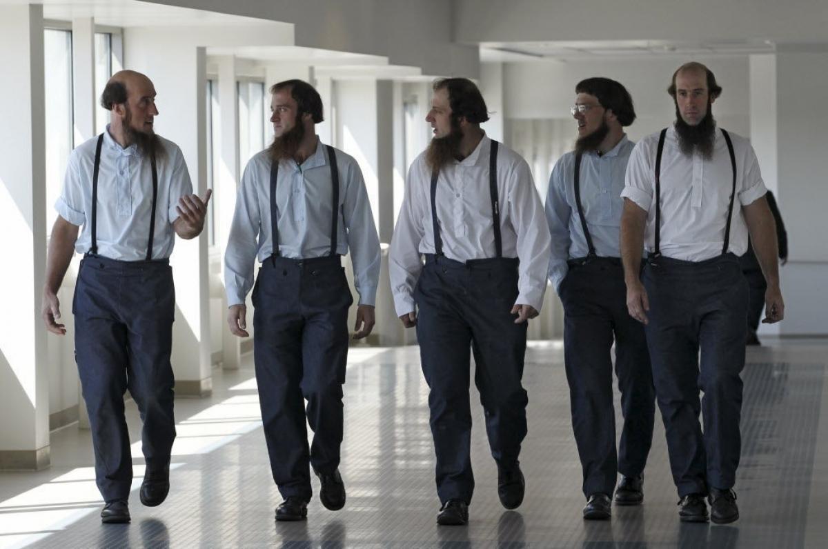 Người Amish thường mặc những trang phục giản dị và đơn sắc. Ảnh: Daily Mail