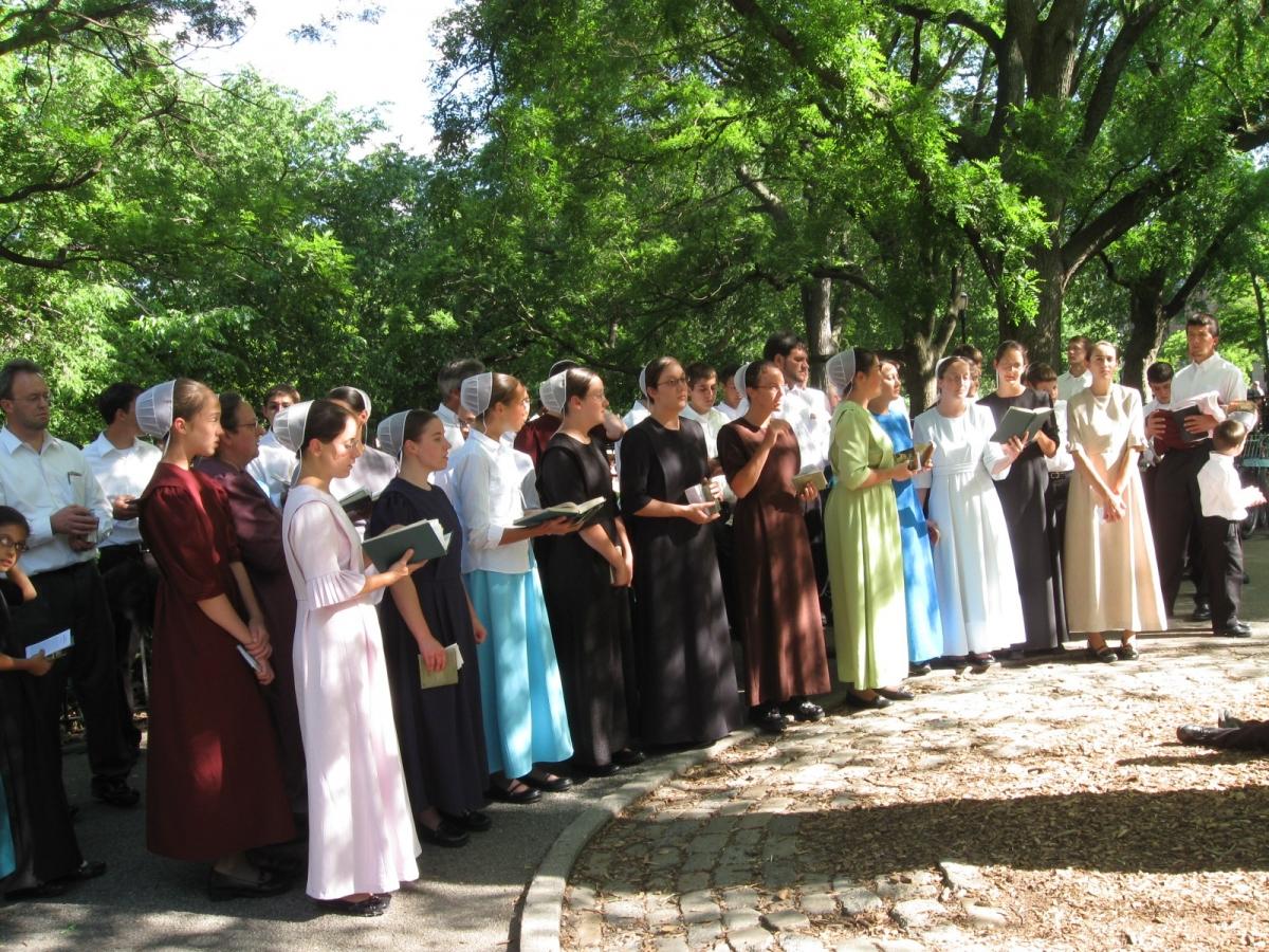 Người Amish cho rằng một người có quyền quyết định có làm lễ rửa tội hay không, thường là ở độ tuổi 18-20, sau đó mới được kết hôn. Ảnh: Melaniemusings2