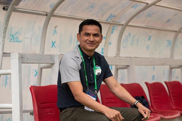 """HLV Kiatisuk: """"HA Gia Lai may mắn thắng SL Nghệ An"""""""