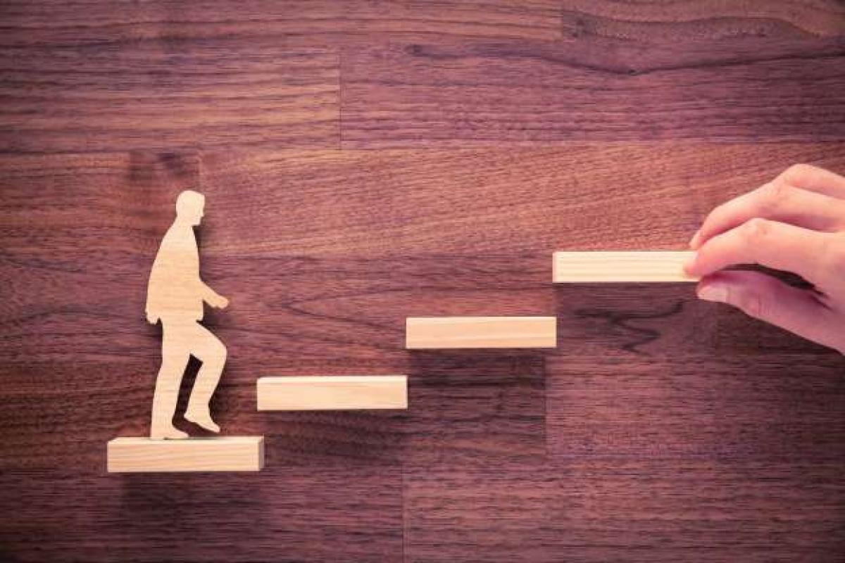 Để thay đổi công việc, một số người cho rằng hãy bước lên cầu thang bằng chân phải dịp năm mới bởi điều này tượng trưng cho sự thăng tiến trong sự nghiệp.