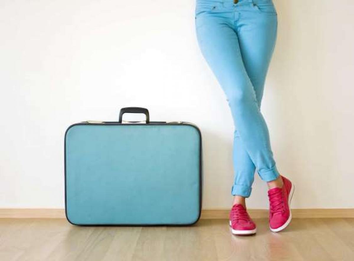 Để cầu mong đi du lịch thật nhiều nơi, người dân một số nước tin rằng khi những thời khắc đầu tiên của năm mới đến, việc bạn cần làm là nắm một chiếc vali và đi quanh nhà.