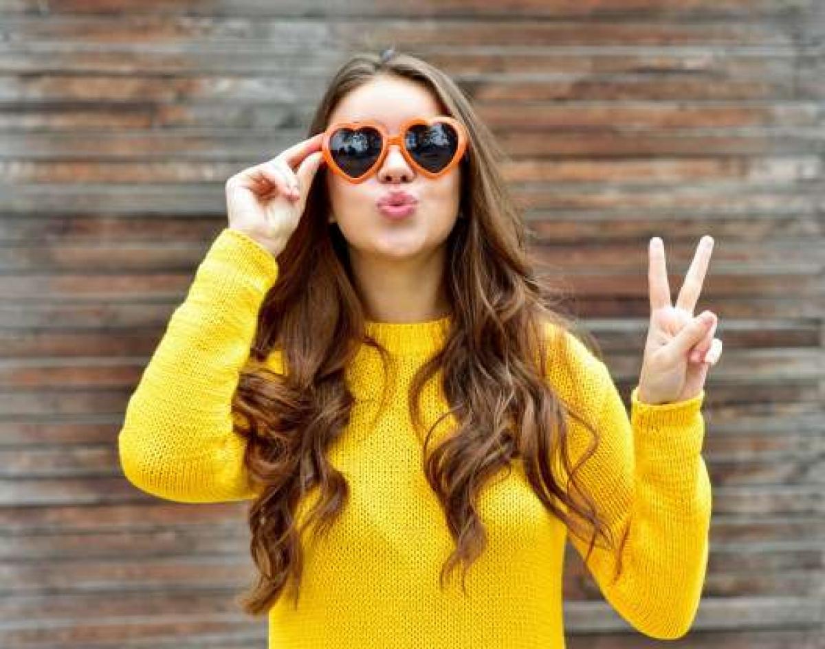 Một số nơi trên thế giới cho rằng nếu bạn muốn một năm mới nhiều tiền và phát đạt, hãy mặc những trang phục màu vàng vào dịp này