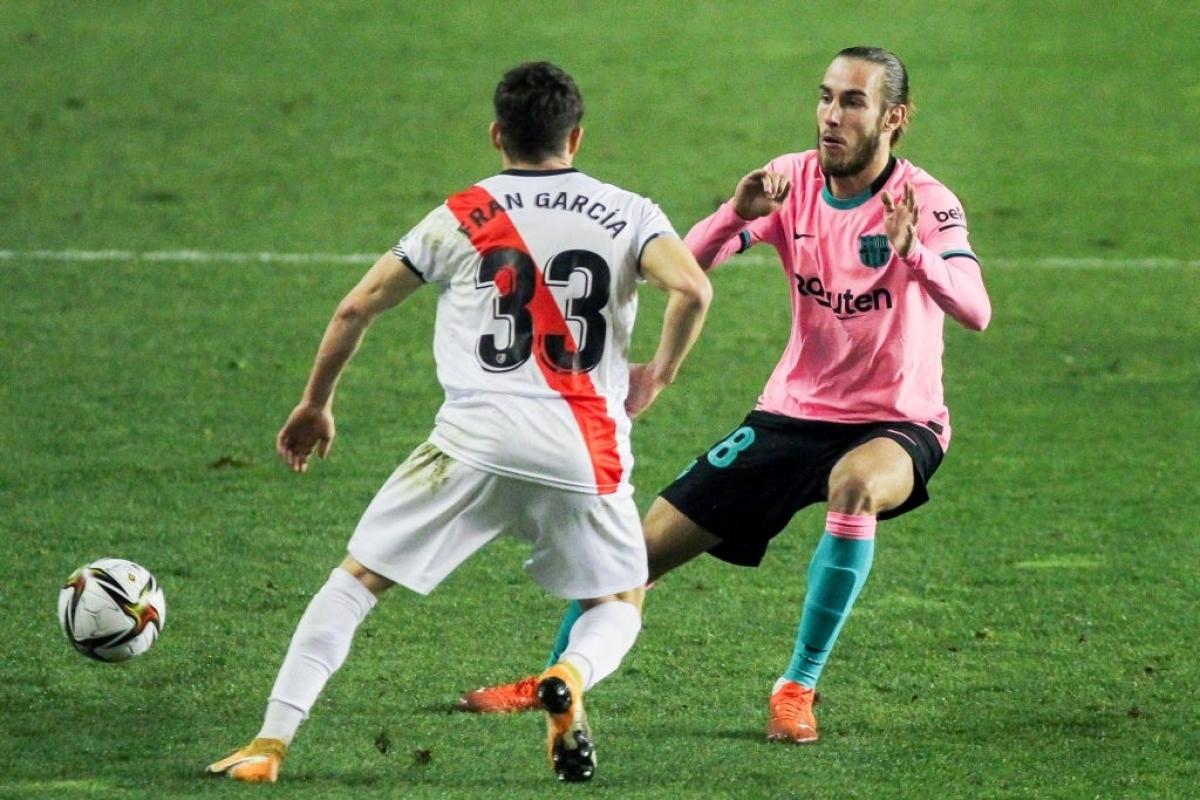 Rayo Vallecano chơi phòng ngự phản công rất khó chịu trước Barca (Ảnh: Getty).