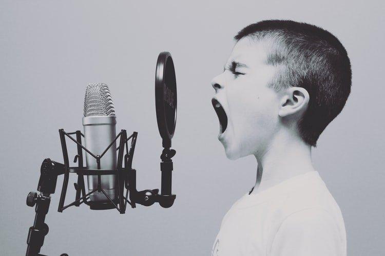 Người đàn ông có giọng hát trầm nhất thế giới