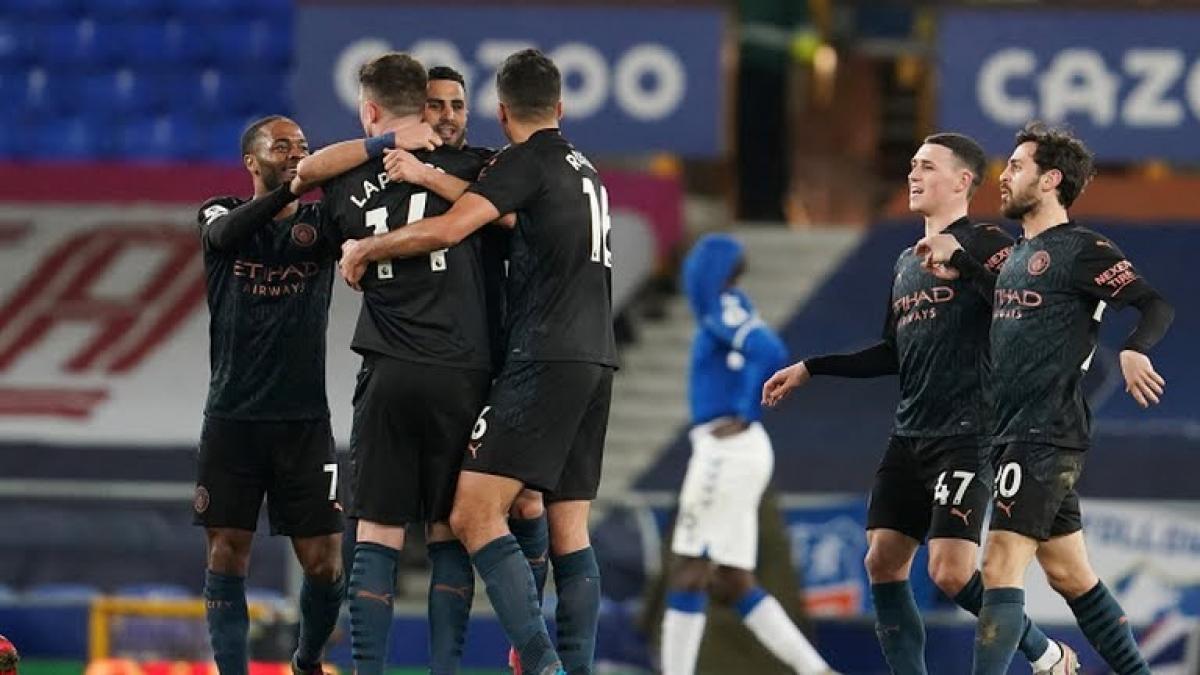 """""""Đè bẹp"""" Everton, Man City hơn MU tới 10 điểm trong cuộc đua vô địch"""
