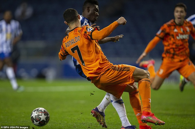 C.Ronaldo tịt ngòi, Juventus thua choáng váng trước Porto - 5