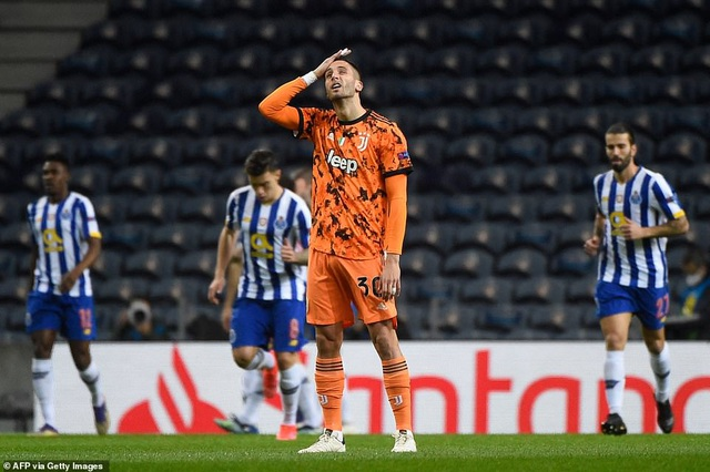 """C.Ronaldo """"tịt ngòi"""", Juventus thua choáng váng trước Porto"""