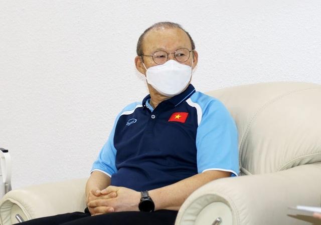 HLV Park Hang Seo và các trợ lý âm tính với SARS-CoV-2