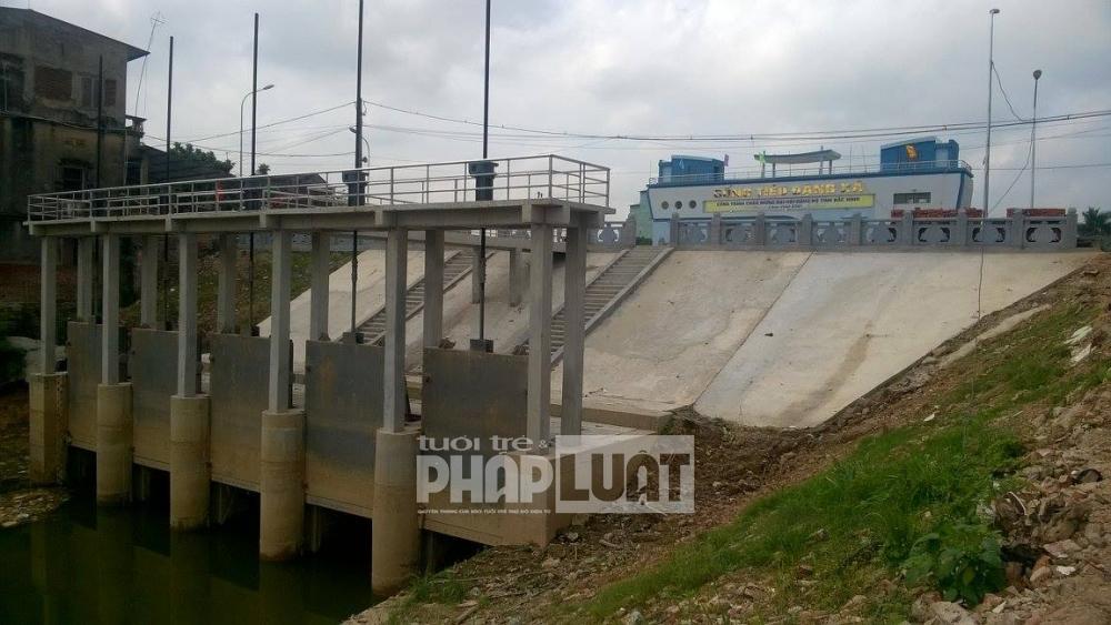 """Bắc Ninh tiếp tục """"bức hại"""" sông Cầu, Bộ TN&MT tiếp tục vào cuộc"""