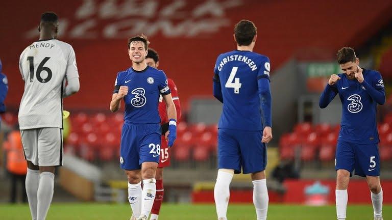 Bóng đá Anh: Chelsea quật ngã Liverpool, Tottenham thắng trận derby lọt vào top 4