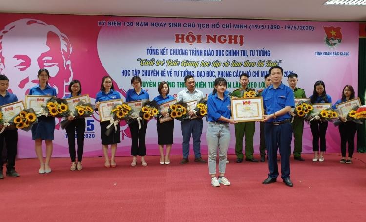 Biểu dương 20 thanh niên Bắc Giang học tập và làm theo lời Bác