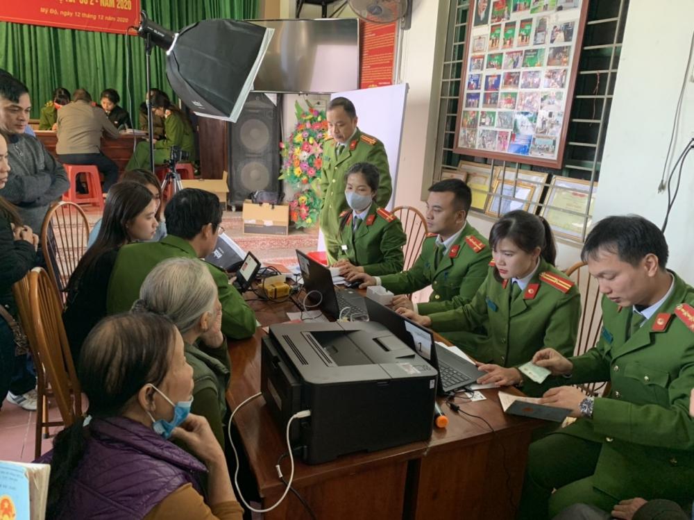 Công an tỉnh Bắc Giang tạo điều kiện tối đa cho người dân làm Căn cước công dân