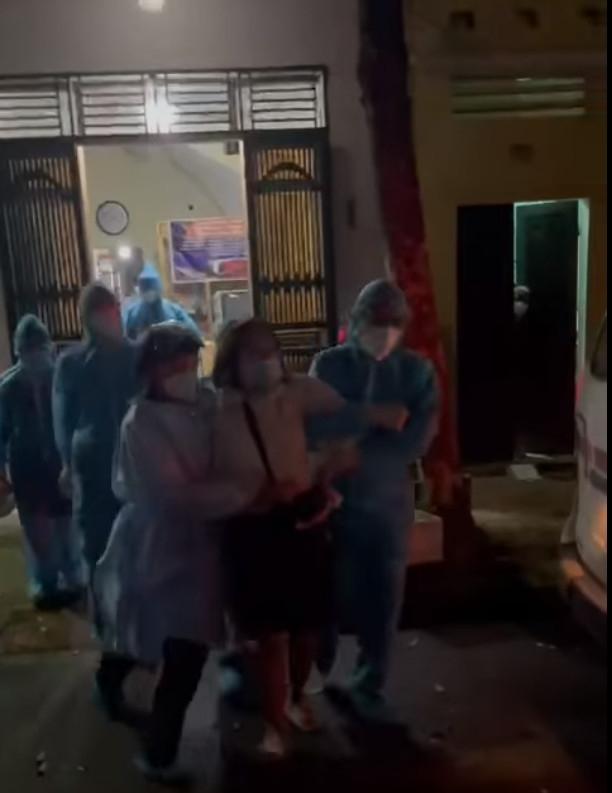 Bắc Giang: F1 ở lỳ trong nhà 4 tiếng, lực lượng chức năng phải phá cửa, cưỡng chế cách ly