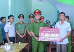 UBND tỉnh Bắc Giang trao 50 triệu đồng hỗ trợ gia đình chiến sĩ Công an hy sinh khi thực hiện nhiệm vụ