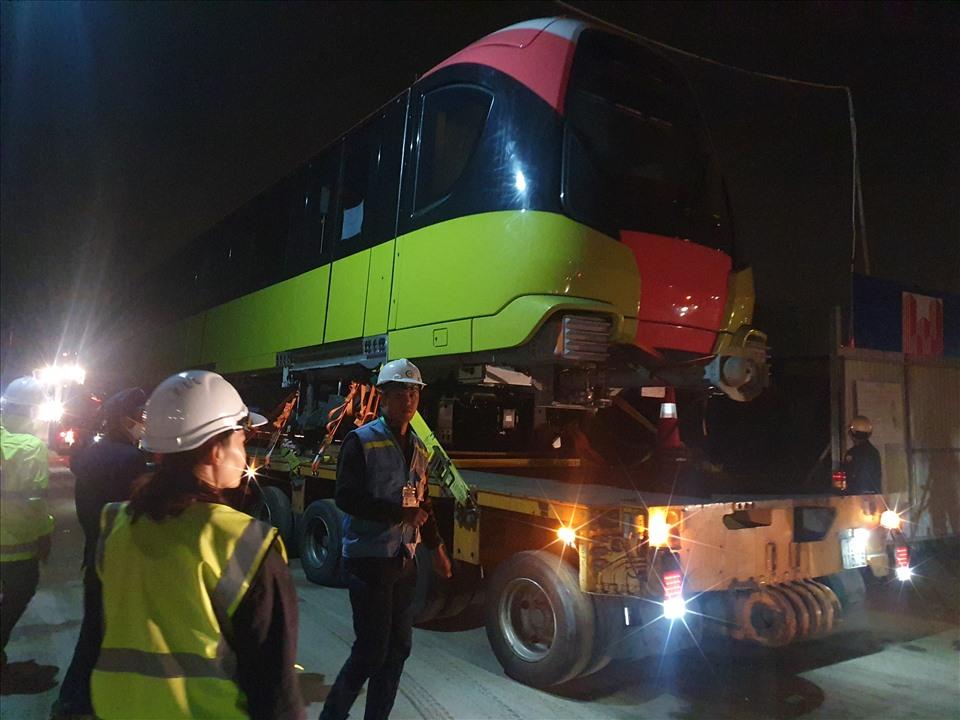4 toa tàu của tuyến Nhổn - ga Hà Nội đã về đến Hà Nội lúc rạng sáng