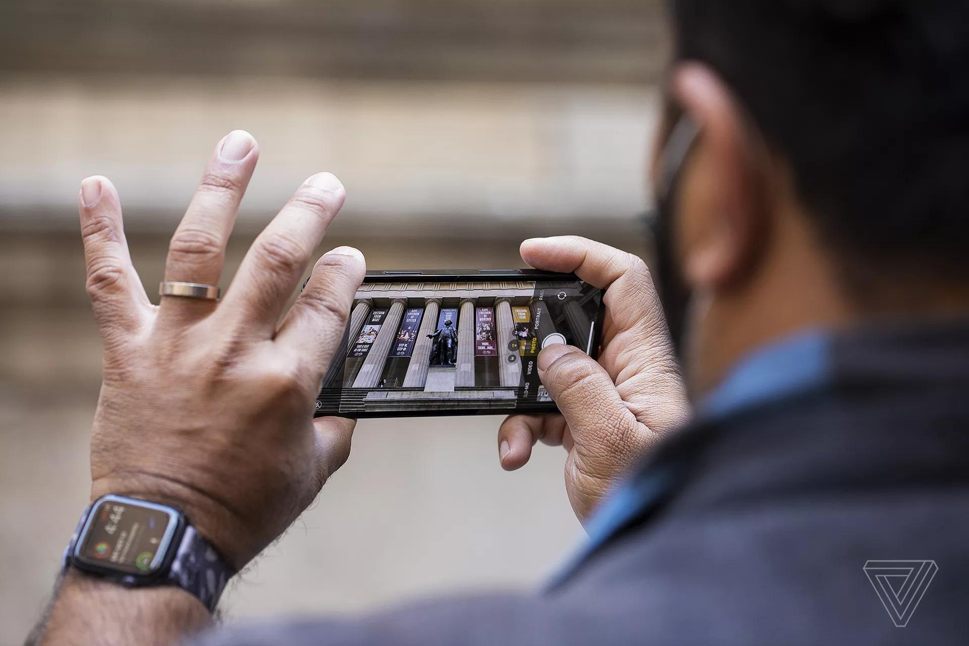 Đánh giá chi tiết iPhone 12 Pro từ The Verge
