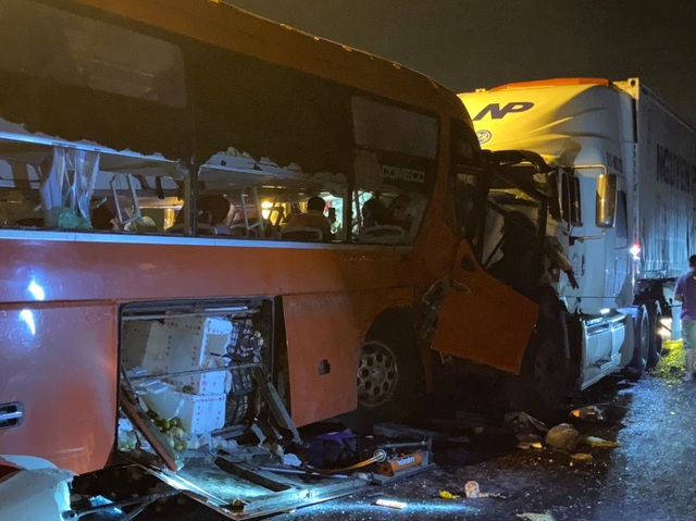 Khởi tố tài xế xe khách vượt ẩu khiến 2 người chết, 35 người bị thương - 1