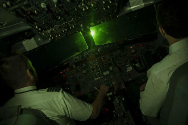 Phi công liên tục bị chiếu laser khi cất-hạ cánh tại Nội Bài, Tân Sơn Nhất - 1