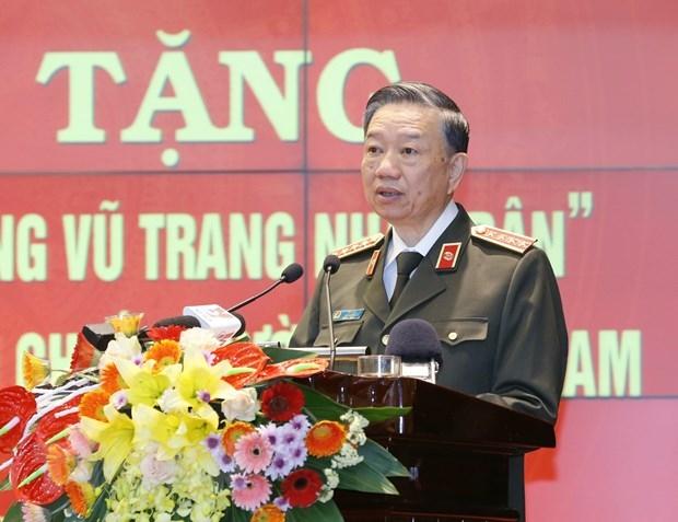 Tặng danh hiệu AHLLVT cho Công an chi viện chiến trường miền Nam | Chính trị | Vietnam+ (VietnamPlus)