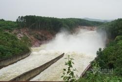Hồ Kẻ Gỗ tăng mức xả tràn từ sáng nay để đón bão số 9