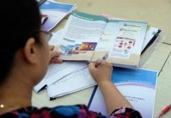 Bộ GD&ĐT giải trình việc SGK mới cao gấp đôi sách cũ với ĐBQH
