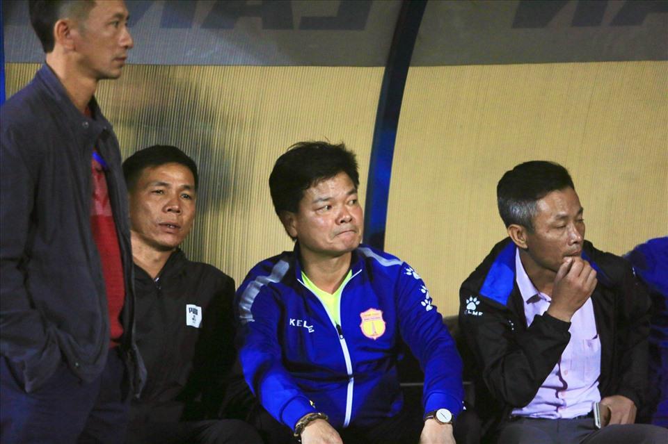 """V-League tàn cuộc và cái kết của những đội bóng """"nhà nghèo"""""""