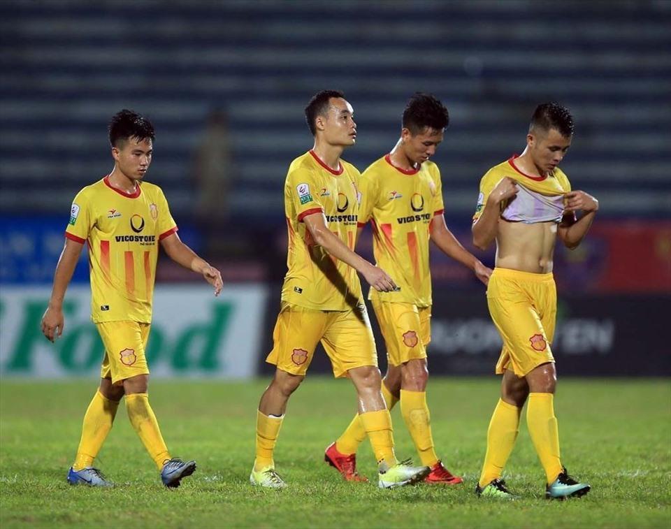 Nam Định cần phải có ít nhất 1 điểm ở lượt trận cuối nếu muốn trụ hạng tại V.League. Ảnh: VPF