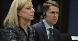 """Miles Taylor - Cựu Chánh văn phòng Bộ An ninh Nội địa Mỹ thừa nhận """"bán đứng"""" ông Trump"""