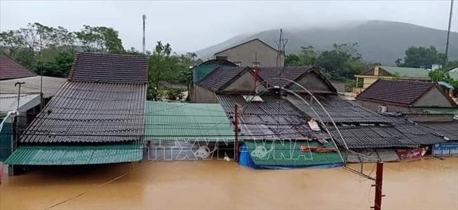 Nhiều khu dân cư ở Nghệ An ngập chìm trong nước