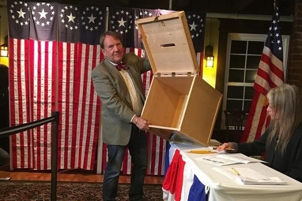 Ông Trump chiến thắng ở điểm bỏ phiếu thứ hai