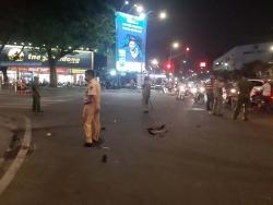 Ô tô 7 chỗ gây tai nạn, đâm loạt xe máy giữa ngã tư Sài Gòn