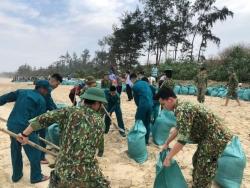 Hơn 200 cán bộ, chiến sĩ khắc phục sự cố sạt lở, xâm thực bờ biển