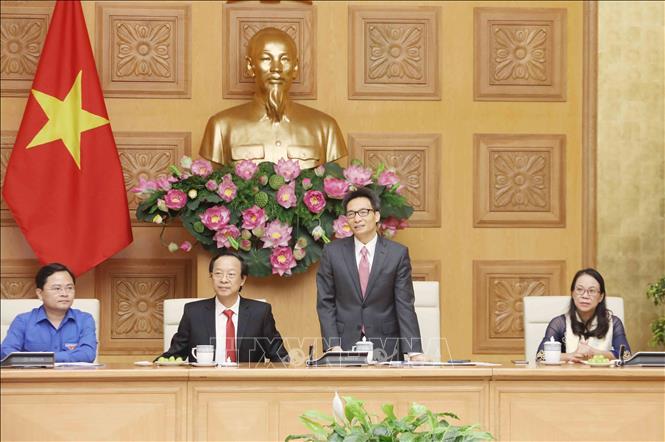 Phó Thủ tướng gặp mặt Đoàn đại biểu giáo viên tiêu biểu người dân tộc thiểu số