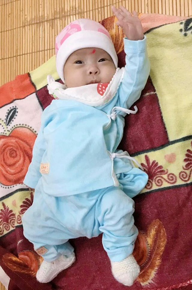 Hành trình kỳ diệu nuôi sống bé sinh non nhẹ cân nhất Việt Nam từ 480 gr lên 2,1 kg