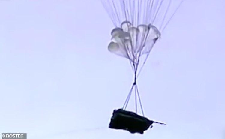 Video xe tăng bay của Nga 'nhảy dù' ngoạn mục