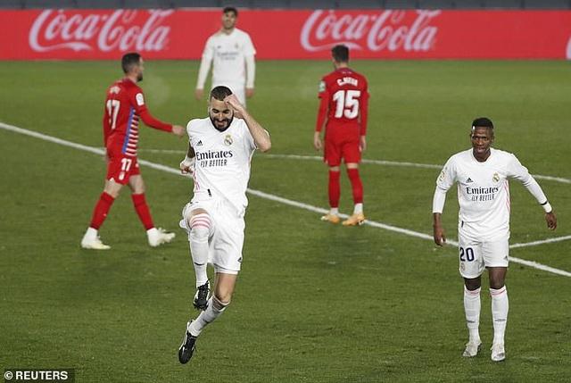 Benzema lại thăng hoa, Real Madrid san bằng điểm số với Atletico