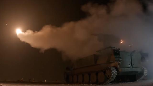 """Lá chắn phòng không Nga """"khạc lửa"""" khi tập tìm diệt mục tiêu"""