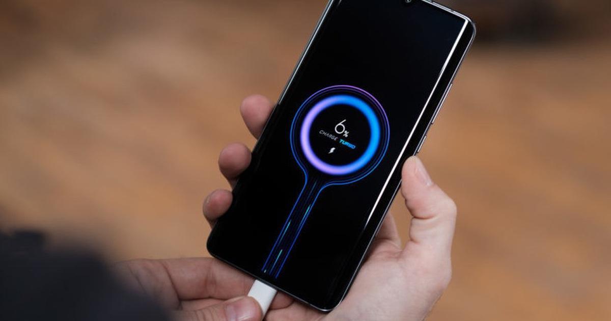 Từng châm biếm Apple, giờ đây Xiaomi cũng bán smartphone không kèm sạc