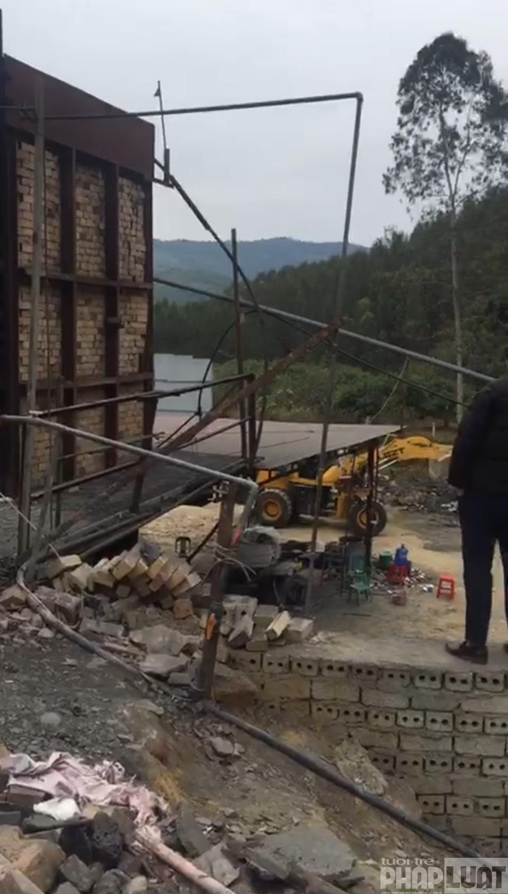 """Bắt quả tang một cơ sở xử lý """"chui"""" gần 100 tấn nghi là chất thải nguy hại tại Bắc Giang"""