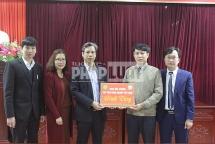 Học viện Nông nghiệp Việt Nam tặng 1.000 chai dung dịch sát khuẩn cho tỉnh Vĩnh Phúc