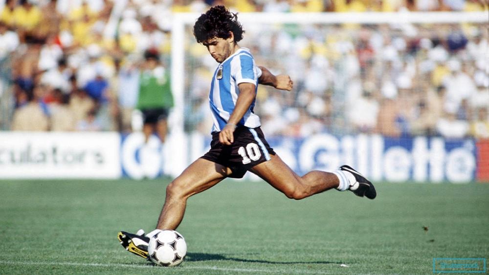 Dấu ấn lớn nhất của Diego Maradona trong màu áo Barca không phải những danh hiệu mà là bàn thắng để đời vào lưới Real Madrid ngày 26/6/1983